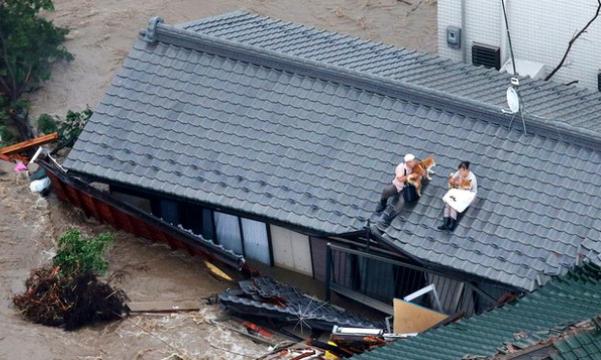 forte-enchente-casal-não-abandonou-cachorros-japao-03