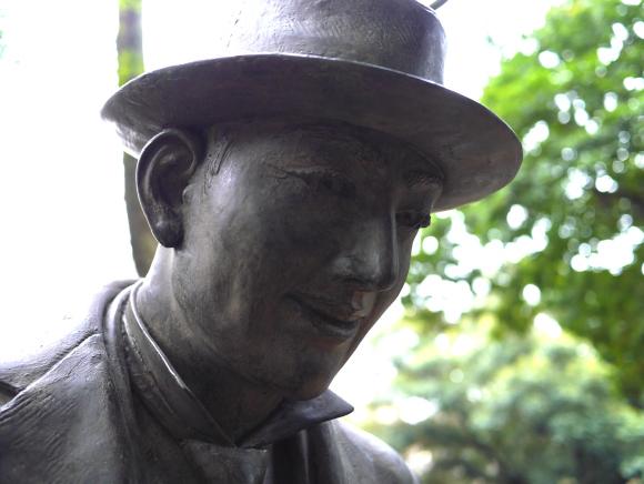 cao-hachiko-estatua-universidade-toquio-professor-ueno-03